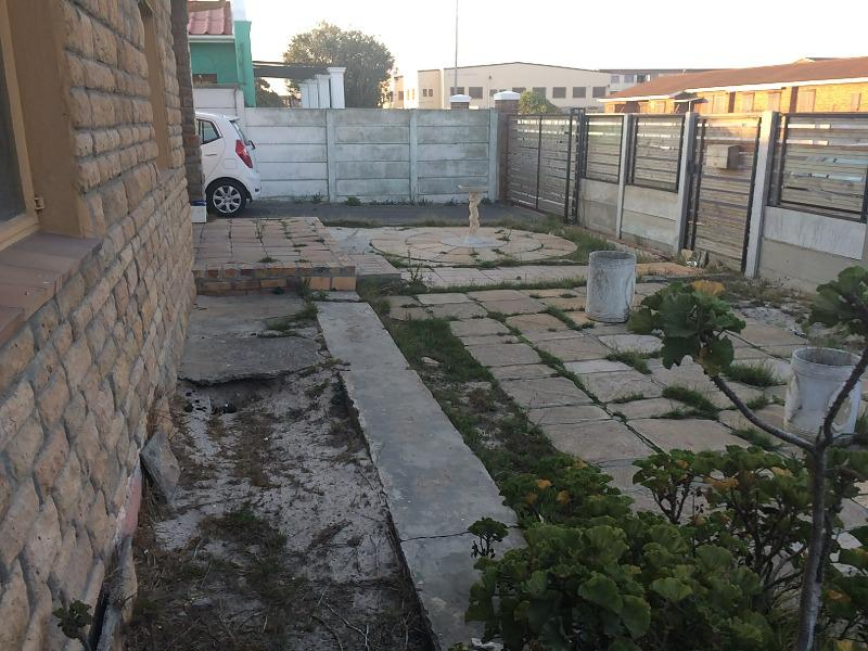 Property For Sale in Lavender Hill, Cape Town 3