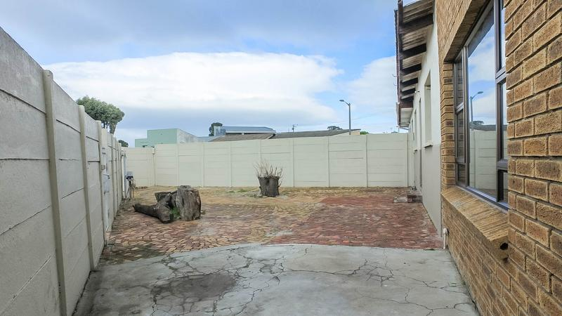 Property For Sale in Silvertown, Cape Town 4