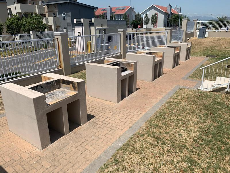 Property For Sale in Buh-rein, Cape Town 2