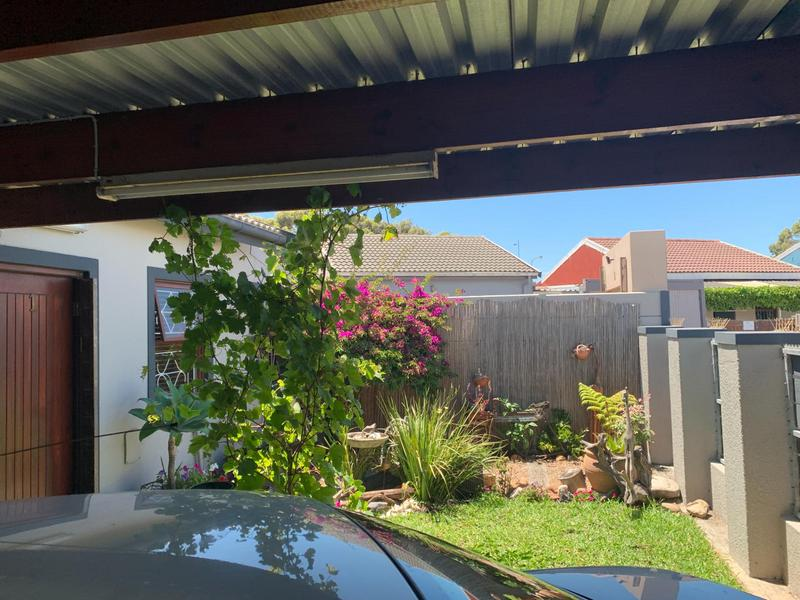 Property For Sale in Pelikan Park, Cape Town 8