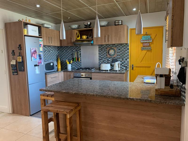 Property For Sale in Pelikan Park, Cape Town 18