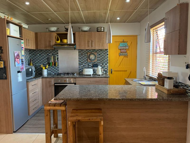 Property For Sale in Pelikan Park, Cape Town 14
