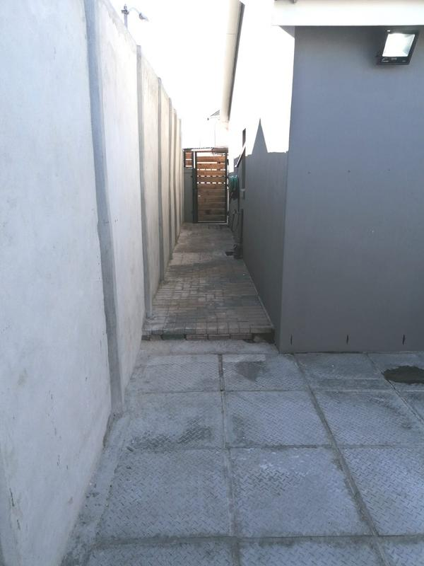 Property For Sale in Rondevlei, Cape Town 33