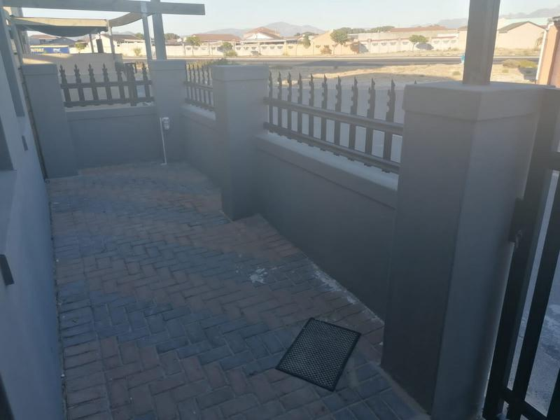Property For Sale in Rondevlei, Cape Town 3