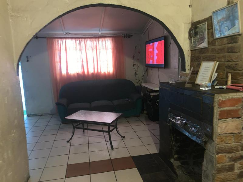 House For Sale in Bonteheuwel, Cape Town